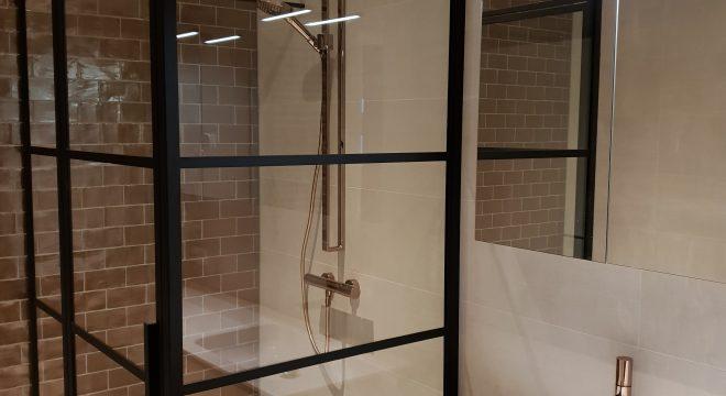 Luxe badkamer Surhuisterveen met vloerverwarming